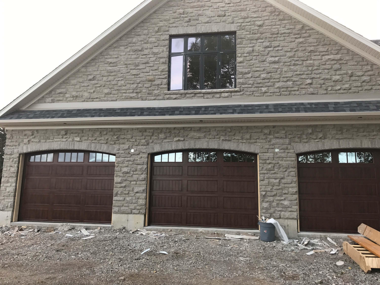 Overhead garage doors gallery in ontario haws overhead doors for Garage door gallery
